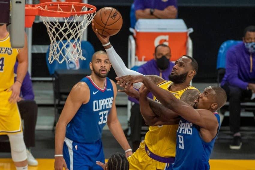 NBA λεμπρόν κάρφωμα